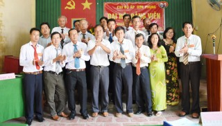 Chợ Lách hoàn thành đại hội chi bộ trực thuộc Đảng bộ cơ sở