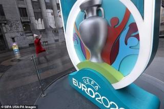 Vòng chung kết EURO 2020 bị hoãn 1 năm