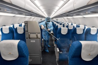 Khẩn cấp tìm hành khách trên 7 chuyến bay có ca mắc Covid-19