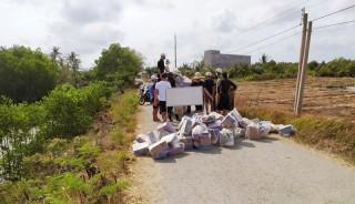 Nhiều đoàn từ thiện hỗ trợ nhu yếu phẩm cho khu vực cách ly ở xã Thừa Đức