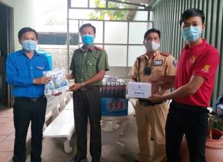 SABECO tài trợ nước uống cho các chốt kiểm soát dịch Covid-19