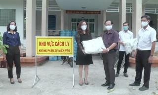 Huyện Giồng Trôm tiếp nhận tặng phẩm phòng chống dịch Covid-19