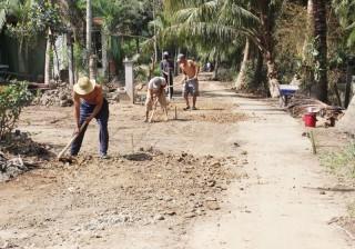 Ấp Bình Phú, xã Bình Thành thi công đường liên tổ