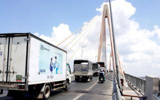 Sửa chữa mặt đường cầu Rạch Miễu