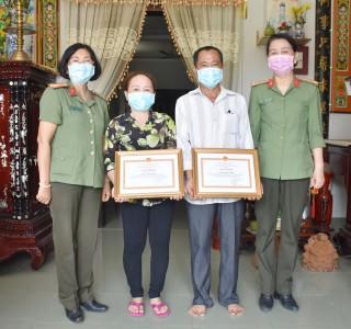 Khen thưởng cá nhân hỗ trợ vật chất phòng chống dịch Covid-19