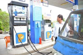 Giá xăng dầu tiếp tục giảm từ 15 giờ
