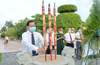 Viếng Nghĩa trang liệt sĩ nhân kỷ niệm Ngày giải phóng miền Nam, thống nhất đất nước
