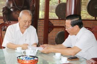 Thăm cán bộ, lãnh đạo đã nghỉ hưu nhân dịp lễ 30-4