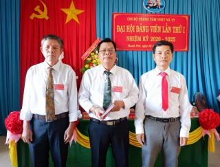 Chi bộ Trung tâm Văn hóa - Thể thao và Truyền thanh huyện Thạnh Phú tổ chức Đại hội I, nhiệm kỳ 2020-2025