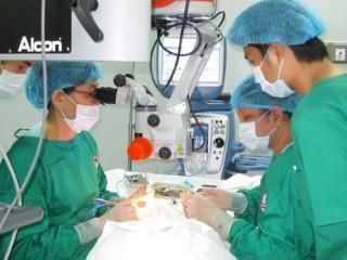 Đăng ký phẫu thuật mắt do đục thủy tinh thể
