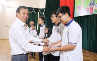 5 học sinh nhận bằng khen của Bộ Giáo dục và Đào tạo
