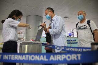 Hỗ trợ người nước ngoài nhập cảnh Việt Nam để làm việc