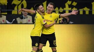 Sancho lập hat-trick, Dortmund kiên trì bám đuổi Bayern