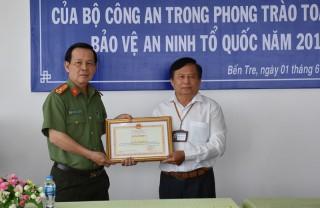 Sở Lao động - Thương binh và Xã hội nhận bằng khen của Bộ Công an
