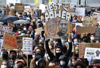 Anh kêu gọi người biểu tình dừng hành động làm lây lan Covid-19