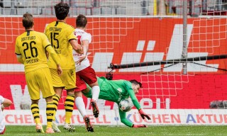 Haaland tỏa sáng giúp Dortmund hạ chủ nhà Dusseldor