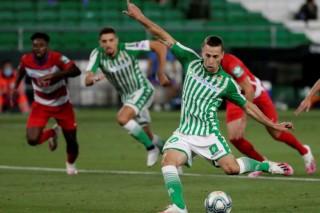 Sevilla hòa thất vọng, Betis đánh rơi chiến thắng vào phút chót