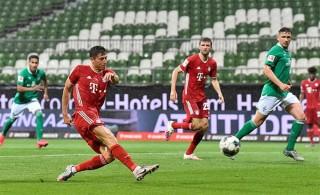 Hạ Bremen trong thế thiếu người, Bayern vô địch Bundesliga mùa thứ 8 liên tiếp