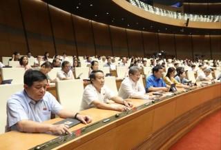 Quốc hội thông qua Luật Phòng, chống thiên tai và Luật đê điều