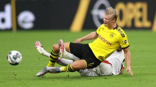 Dortmund gục ngã, Leipzig chia điểm không tưởng