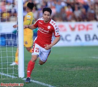 Công Phượng ghi bàn, TP.HCM lên đầu bảng V.League