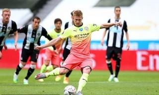De Bruyne & Sterling tỏa sáng đưa Man City vào bán kết gặp Arsenal