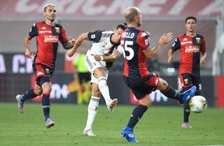 Ronaldo lập siêu phẩm, Juventus vững vàng trên đỉnh