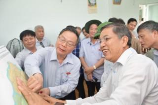 Phó chủ tịch Quốc hội Phùng Quốc Hiển khảo sát về an ninh nguồn nước tại Bến Tre
