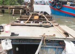 Tạm giữ phương tiện khai thác thủy sản, cát trái phép