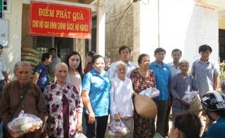 Công đoàn Viên chức tỉnh trao nhà tình nghĩa tại huyện Bình Đại