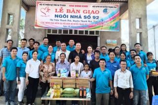Trao nhà tình thương tại Thạnh Phú, Ba Tri