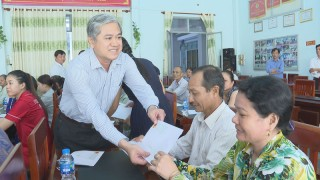 Thăm, tặng quà bệnh nhân gia đình chính sách đang điều trị tại các bệnh viện