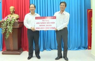 Agribank Chi nhánh Bến Tre hỗ trợ cho Thạnh Phú 200 triệu đồng để thực hiện công tác an sinh xã hội