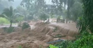 Bão Hegos đổ bộ Thái Lan gây mưa lớn và lũ quét cho tới ngày 23-8-2020