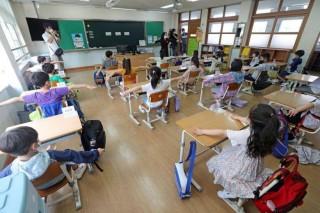 Hàn Quốc đóng cửa trường học sau khi gần 200 học sinh và nhân viên mắc Covid-19