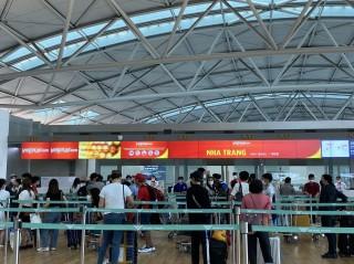Hơn 250 công dân Việt Nam từ Hàn Quốc về nước an toàn