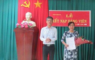 Lễ kết nạp đảng viên mới Chi bộ Báo Đồng Khởi