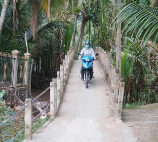 Gia đình Mẹ Việt Nam anh hùng Ngô Thị Quế trao tặng hơn 500 triệu đồng làm các công trình xã Tân Bình
