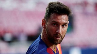 Messi quyết định ở lại Barca sau buổi nói chuyện với bố và các cố vấn pháp lý