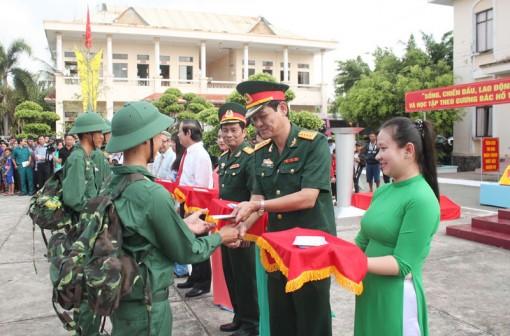 Quân nhân được giáo dục, rèn luyện về quân sự, chính trị và kỷ luật
