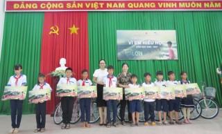 Viettel Bến Tre trao tặng 90 xe đạp cho học sinh tại huyện Ba Tri