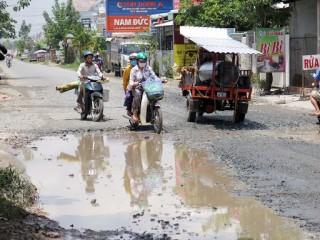 Thi công dự án nâng cấp huyện lộ 17 - Mỏ Cày Nam