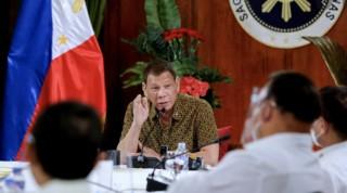 Tổng thống Philippines đe dọa cấm cửa Facebook