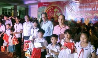 Huyện Chợ Lách tổ chức Tết Trung thu cho thiếu nhi