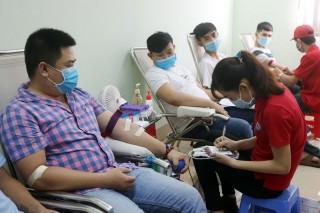 160 đoàn viên, người lao động hiến máu tình nguyện
