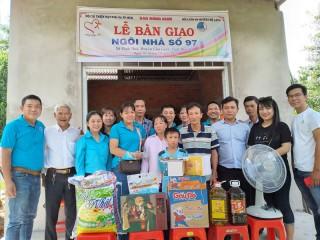 Bàn giao nhà tình thương tại xã Vĩnh Hòa
