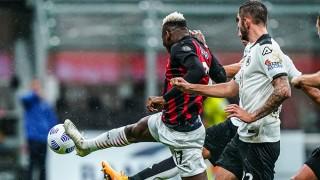 Cú đúp của sao trẻ Leao đưa Milan lên nhì bảng