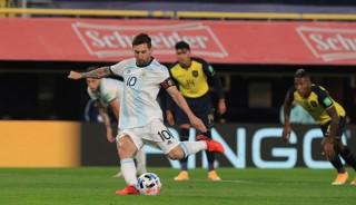 Argentina chiến thắng nhọc nhằn