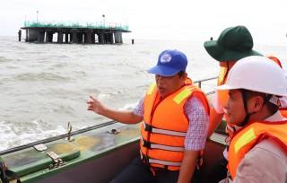 Lãnh đạo huyện Ba Tri khảo sát công trình điện gió