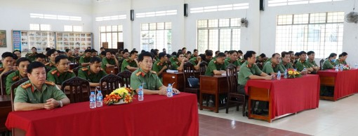 120 học viên tham gia lớp bồi dưỡng công an chính quy đảm nhiệm chức danh Công an xã, thị trấn